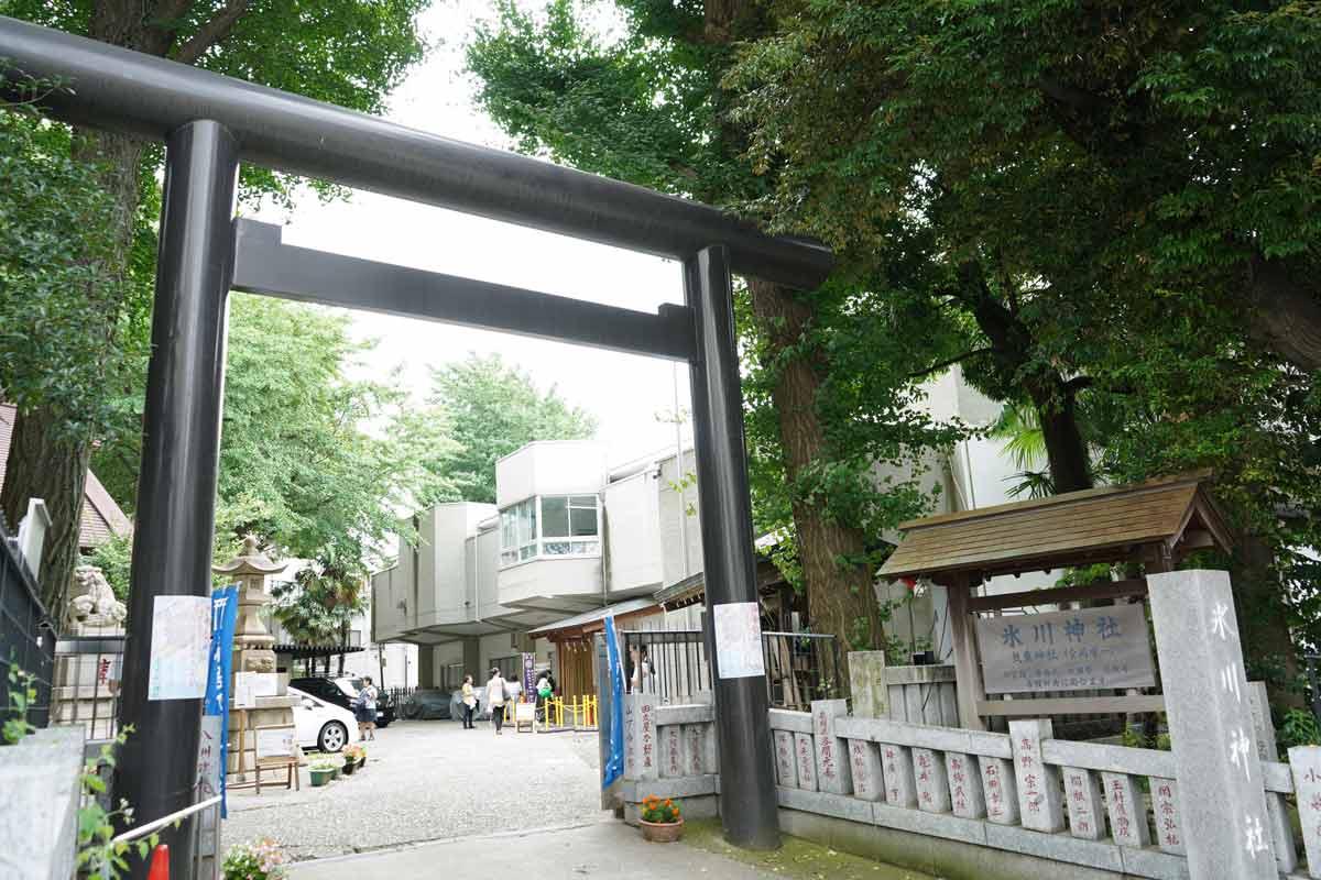 高円寺「氷川神社」入口