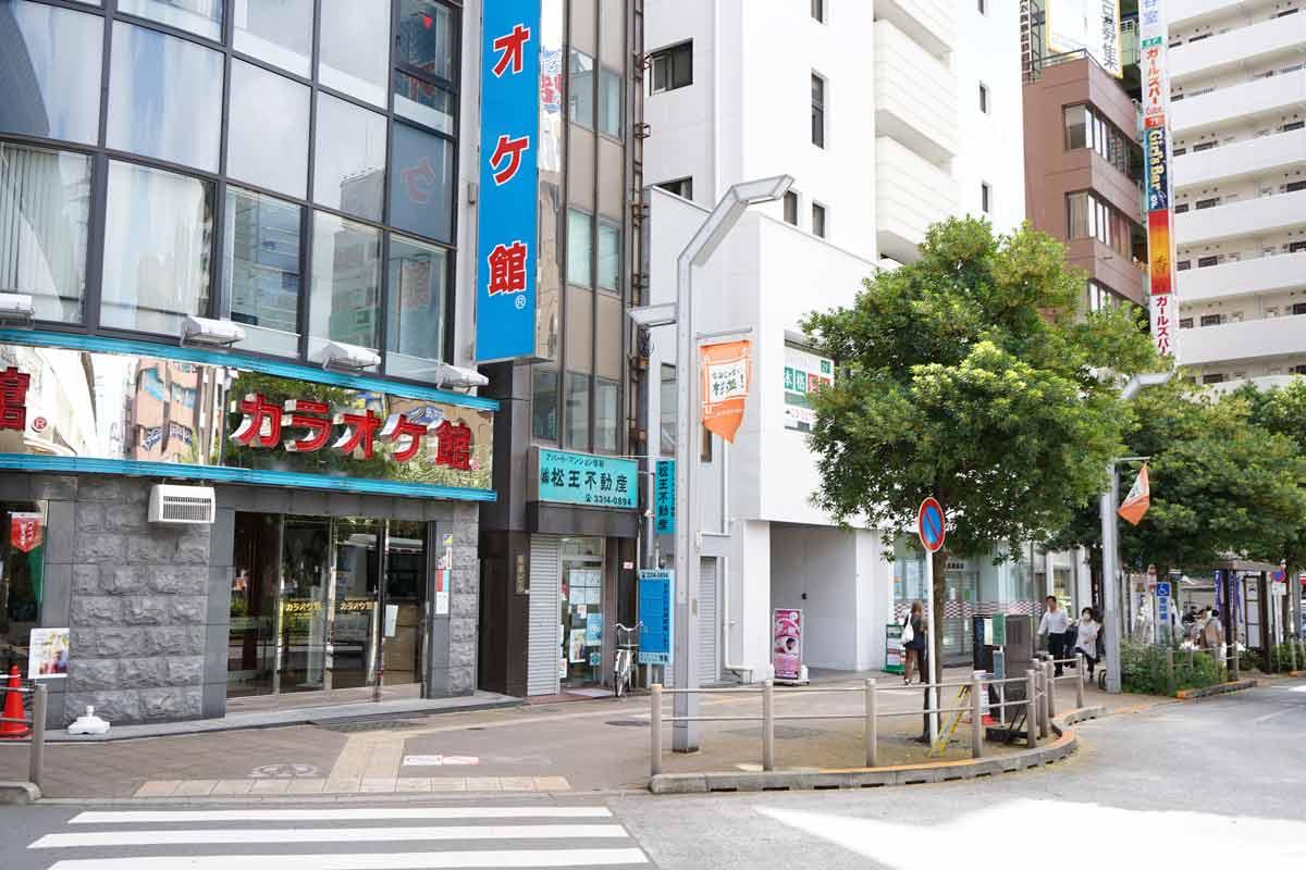 高円寺駅南口左側