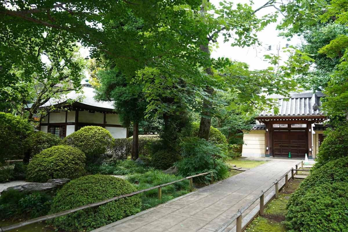 宿鳳山高円寺境内